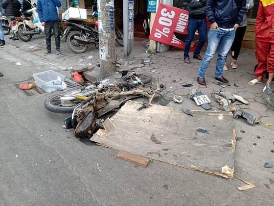 Ô tô tông liên hoàn, một cụ bà tử vong, hai người bị thương ảnh 5