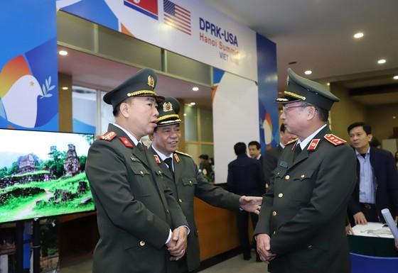 Thủ tướng kiểm tra Trung tâm báo chí phục vụ Hội nghị thượng đỉnh Mỹ - Triều ảnh 5