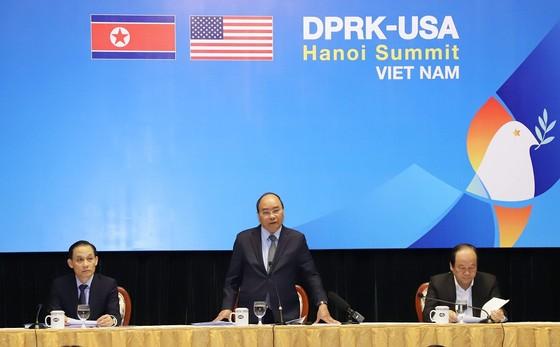 Thủ tướng kiểm tra Trung tâm báo chí phục vụ Hội nghị thượng đỉnh Mỹ - Triều ảnh 4