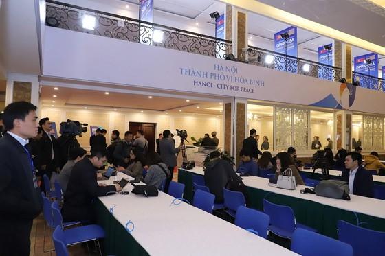 Thủ tướng kiểm tra Trung tâm báo chí phục vụ Hội nghị thượng đỉnh Mỹ - Triều ảnh 6