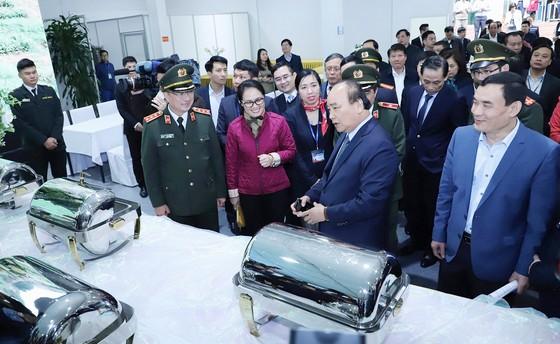 Thủ tướng kiểm tra Trung tâm báo chí phục vụ Hội nghị thượng đỉnh Mỹ - Triều ảnh 7
