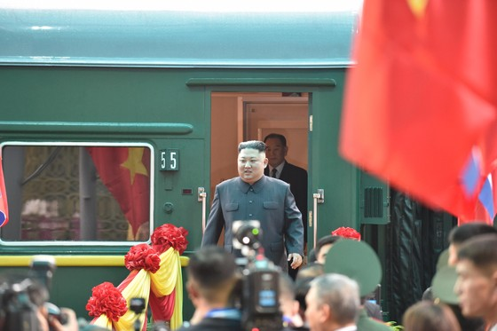 Chủ tịch Kim Jong-un đã lên xe về Thủ đô Hà Nội ảnh 1