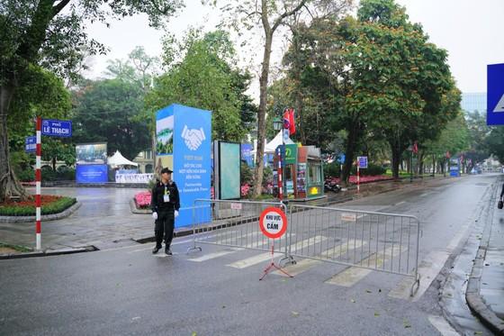 An ninh chốt chặn mọi ngả đường về khách sạn Sofitel Metropole  ảnh 4