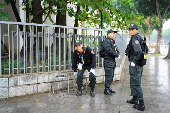 An ninh chốt chặn mọi ngả đường về khách sạn Sofitel Metropole  ảnh 6