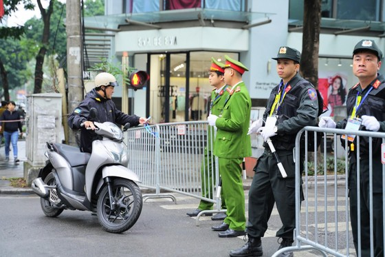 An ninh chốt chặn mọi ngả đường về khách sạn Sofitel Metropole  ảnh 9