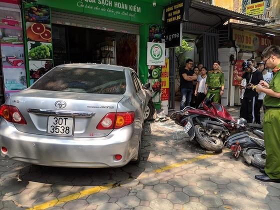 Nữ tài xế lao ô tô vào nhà dân ở Lò Đúc, Hà Nội ảnh 2
