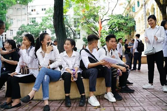 Kỳ thi THPT Quốc gia năm 2019: Thí sinh đến các điểm thi làm thủ tục dự thi ảnh 5