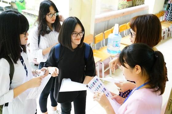 Kỳ thi THPT Quốc gia năm 2019: Thí sinh đến các điểm thi làm thủ tục dự thi ảnh 6