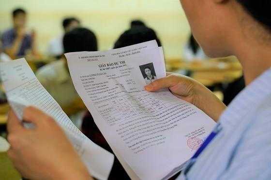 Kỳ thi THPT Quốc gia năm 2019: Thí sinh đến các điểm thi làm thủ tục dự thi ảnh 8