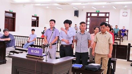 Cựu chủ tịch xã bị đề nghị 13-14 năm tù do sai phạm trong bồi thường đất ảnh 1