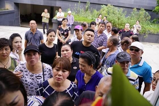 """Hoãn xử trùm bảo kê chợ Long Biên Hưng """"kính""""  ảnh 2"""