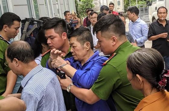 """Hoãn xử trùm bảo kê chợ Long Biên Hưng """"kính""""  ảnh 1"""