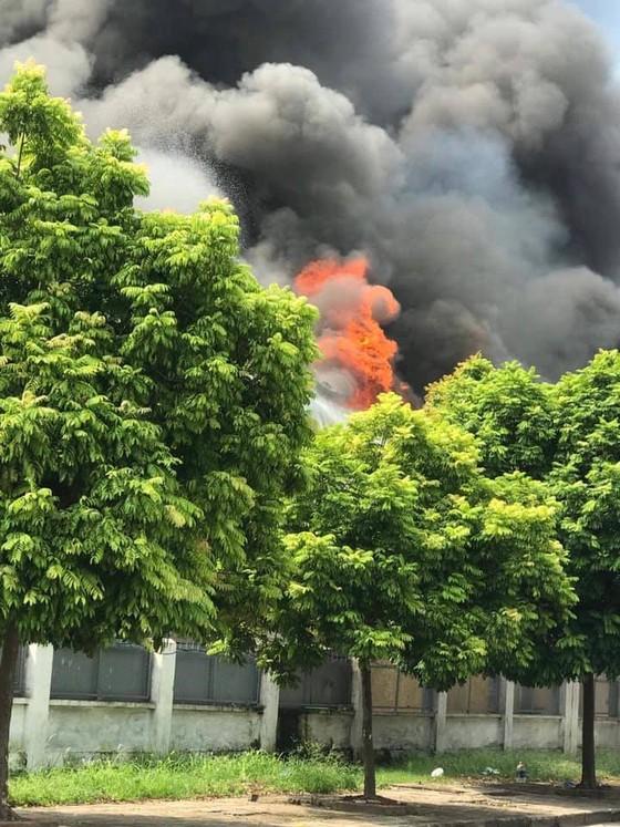 Cháy lớn tại nhà máy cạnh siêu thị Aeon Mall Long Biên ảnh 8