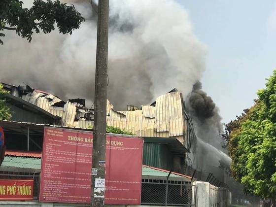 Cháy lớn tại nhà máy cạnh siêu thị Aeon Mall Long Biên ảnh 4