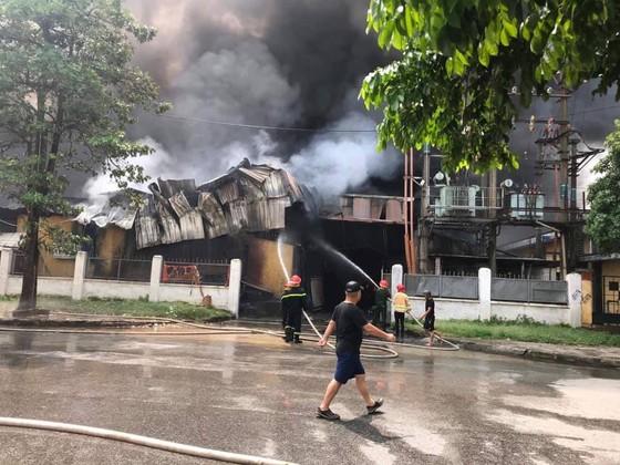 Cháy lớn tại nhà máy cạnh siêu thị Aeon Mall Long Biên ảnh 5