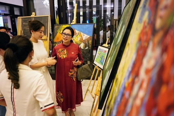 """Đấu giá hơn 100 bức tranh ủng hộ quỹ """"Chung tay trồng rừng Việt Nam"""" ảnh 1"""