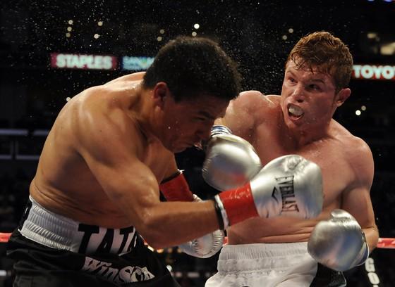 Canelo Alvarez (phải) muốn thắng knock-out Gennady Golovkin