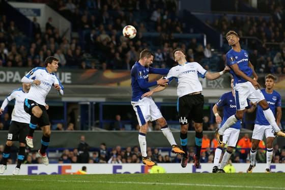 Hector Yuste và cú đánh đầu định mệnh giúp Apollon cầm chân Everton