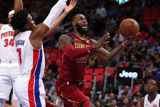 LeBron James giúp Cavs thắng trận thứ 5 liên tiếp