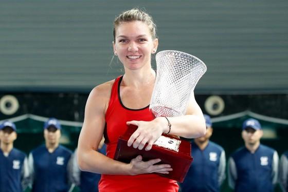 """Simona Halep thắng danh hiệu đầu tiên trong tư cách """"Nữ hoàng"""""""