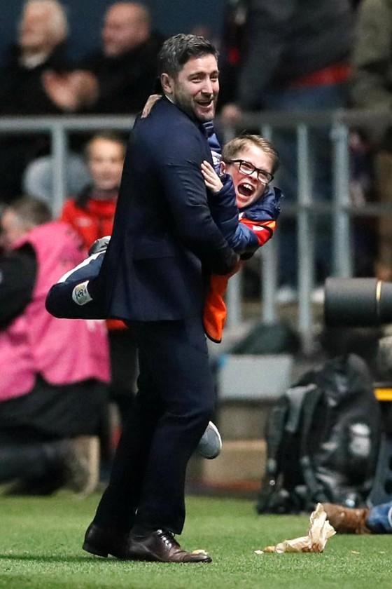 HLV Bristol thách Guardiola làm việc ở đội có ngân sách 900 ngàn Bảng/năm ảnh 1