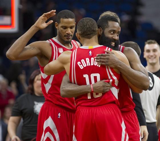 NBA 2017-2018: Quay lại sau 7 trận vắng mặt, Harden tỏa sáng tức thì ảnh 2