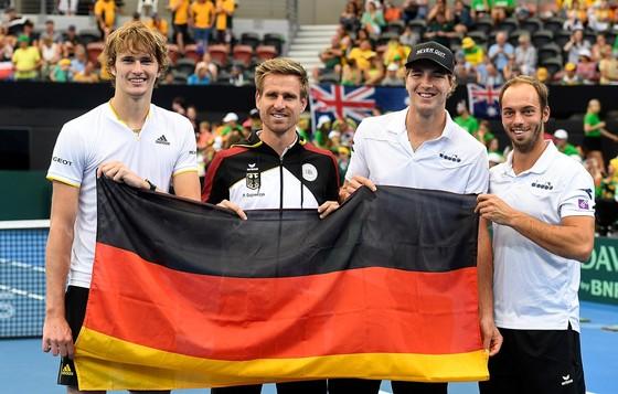"""""""Đệ ngũ kiếm"""" đưa tuyển Đức vào tứ kết, Kyrgios giận dữ đập vợt ảnh 2"""