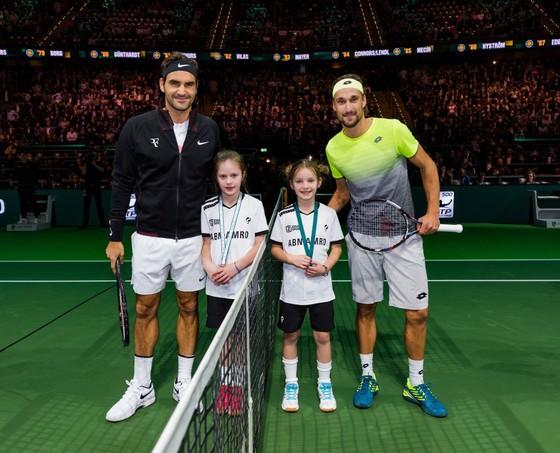 Rotterdam Open 2018: Wawrinka thua sốc tay vợt hạng 259 thế giới, Federer thảnh thơi ảnh 2