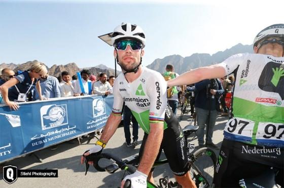 """Xe đạp: Cavendish lại """"ngã ngựa"""" và chấn thương, lần này là ở Abu Dhabi ảnh 2"""