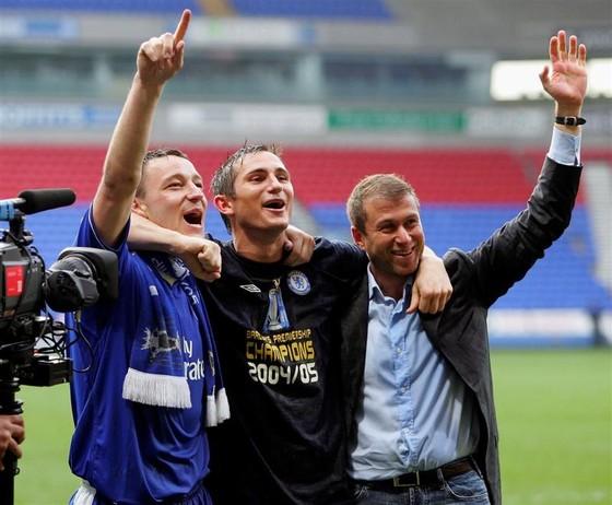 Từ trái qua phải là Terry, Lampard và Abramovich