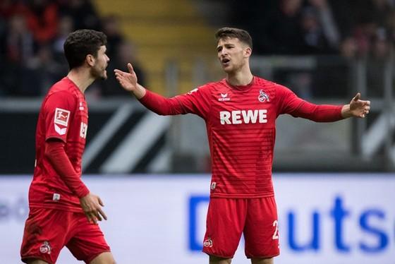 Đổi 7 kiểu áo trong mùa, FC Cologne vẫn xếp bét bảng Bundesliga ảnh 2