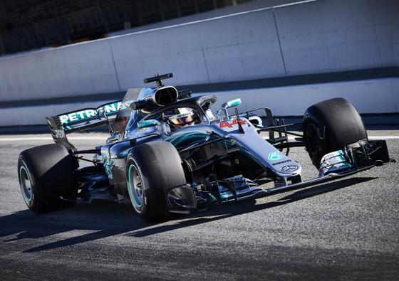 """Đua xe F1: Hamilton nhắn nhủ Verstappen: """"Muốn vô địch hả? Chờ đi cưng"""" ảnh 1"""