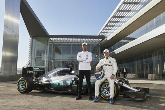 """Đua xe F1: Hamilton nhắn nhủ Verstappen: """"Muốn vô địch hả? Chờ đi cưng"""" ảnh 3"""