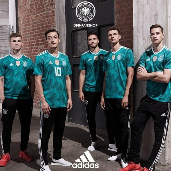 World Cup 2018: Áo đấu mới rực rỡ sắc màu! ảnh 3