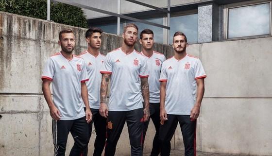 World Cup 2018: Áo đấu mới rực rỡ sắc màu! ảnh 10