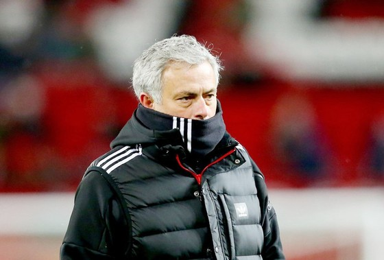 Mỗi khi thất bại, Mourinho luôn lôi di sản mình đạt được trước đây ra biện minh.