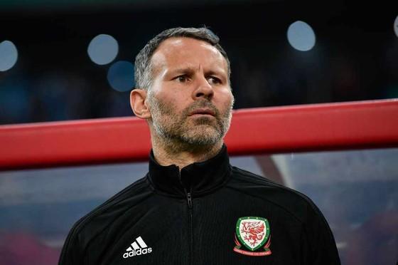 Xứ Wales thắng đậm Trung Quốc 6-0: Giggs ra mắt hoàn hảo, Bale lập kỷ lục ghi bàn ảnh 2
