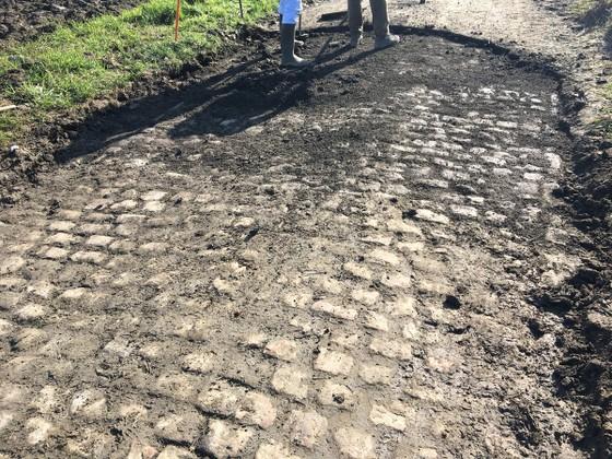"""Xe đạp: Đường đua """"địa ngục"""" ở Paris-Roubaix ngổn ngang như chiến trường ảnh 16"""