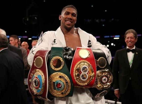 AJ đang sở hữu 4 đai vô địch thế giới
