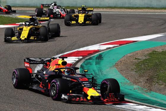 """Đua xe F1: Ricciardo lên ngôi ở Shanghai, Verstappen lại sắm vai """"Mad Max"""" ảnh 1"""