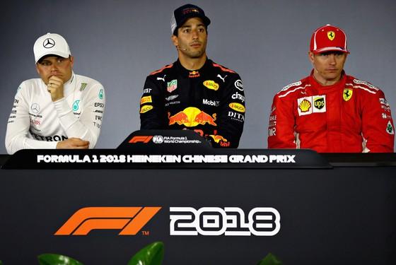"""Đua xe F1: Ricciardo lên ngôi ở Shanghai, Verstappen lại sắm vai """"Mad Max"""" ảnh 2"""