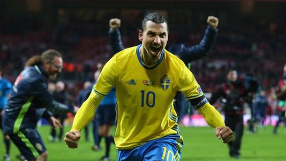 """""""Thánh Ibra"""" khi còn chơi cho tuyển Thụy Điển"""