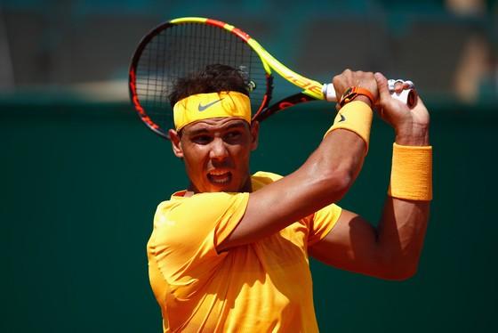 Nadal đã dạy cho Thiem một bài học mới trên sân đất nện