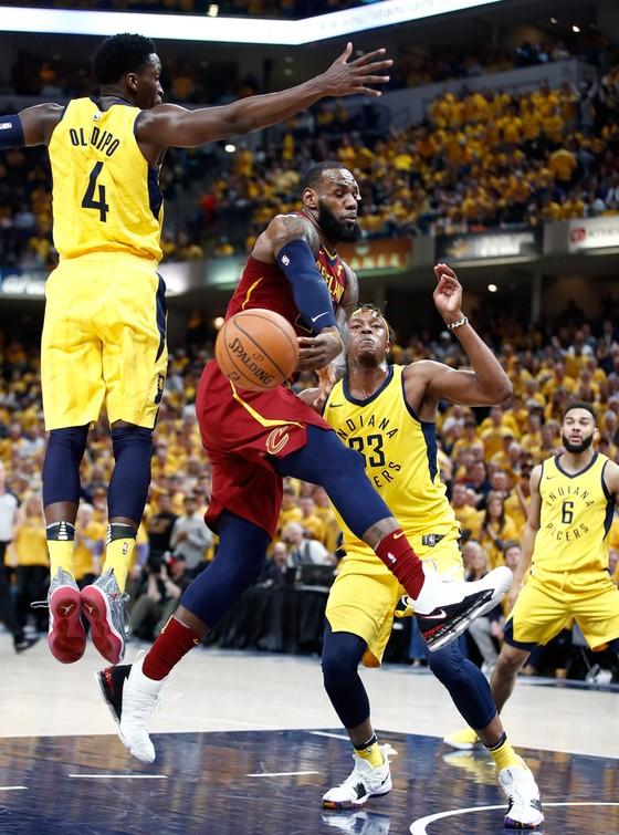 NBA 2017-2018: Oladipo giúp Pacers thắng dễ, Cavs phải đấu trận thứ 7 ảnh 1