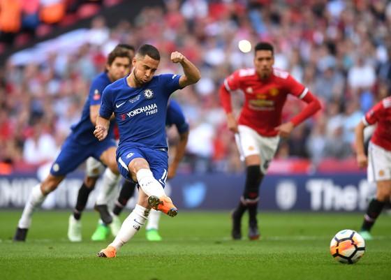 Chelsea không trắng tay: Chiếc cúp của men say ảnh 1