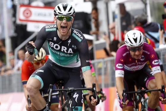 """Giro d'Italia 2018: Bennett thắng chặng cuối, Froome """"thống trị"""" cả 3 Grand Tour ảnh 1"""