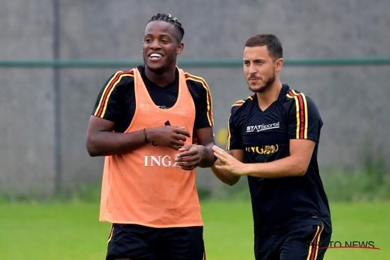 Michy Batshuayi (trái) và Eden Hazard trong một buổi tập mới đây của tuyển Bỉ