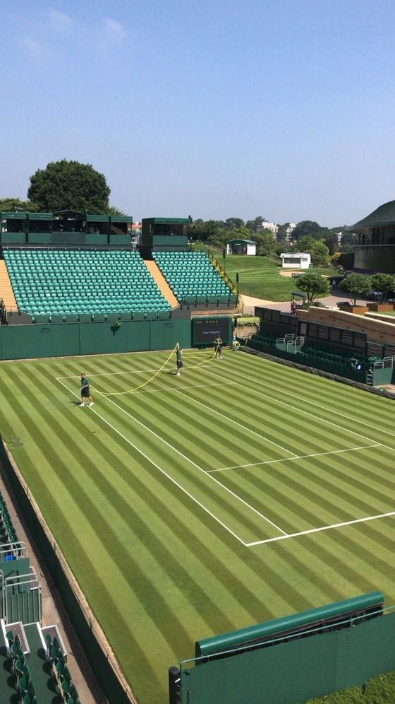 Khoảnh khắc cuối tuần: Federer chơi đùa với 2 con trai sinh đôi, Wozniacki lên ngôi ở Eastbourne ảnh 8