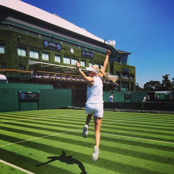 Khoảnh khắc cuối tuần: Federer chơi đùa với 2 con trai sinh đôi, Wozniacki lên ngôi ở Eastbourne ảnh 11