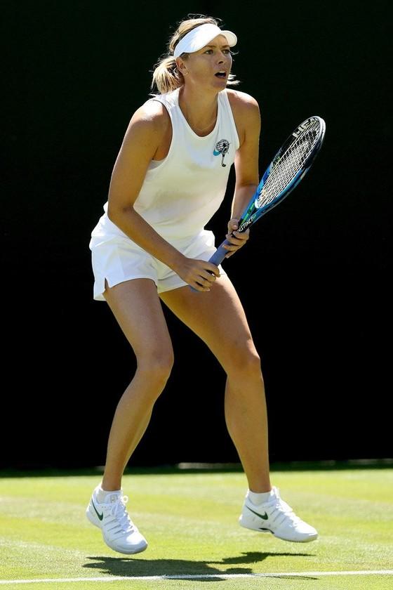 Khoảnh khắc cuối tuần: Federer chơi đùa với 2 con trai sinh đôi, Wozniacki lên ngôi ở Eastbourne ảnh 4